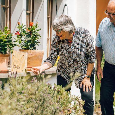 BeeHome Garten Ehepaar